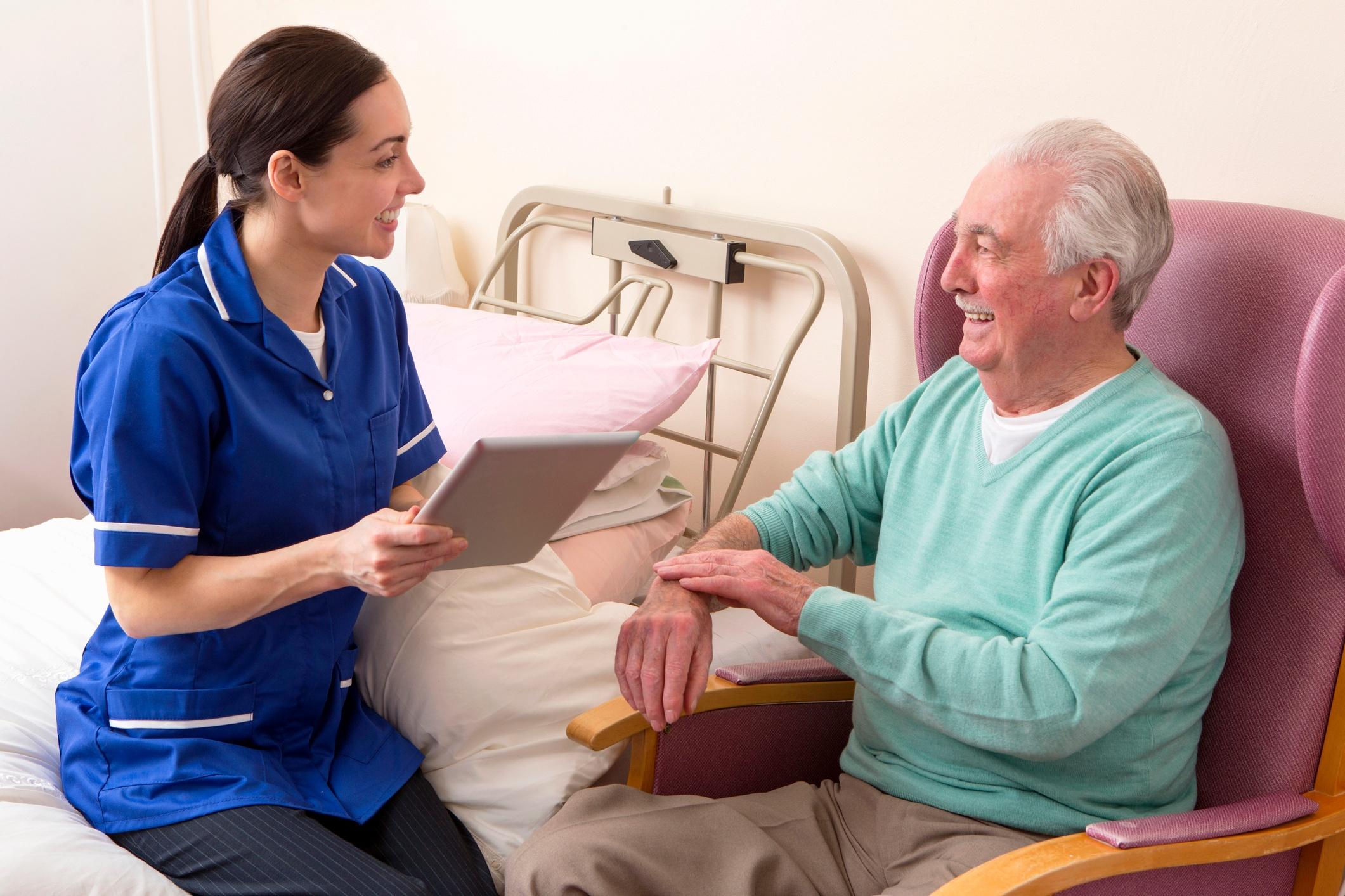 patient-rounding-elderly-man